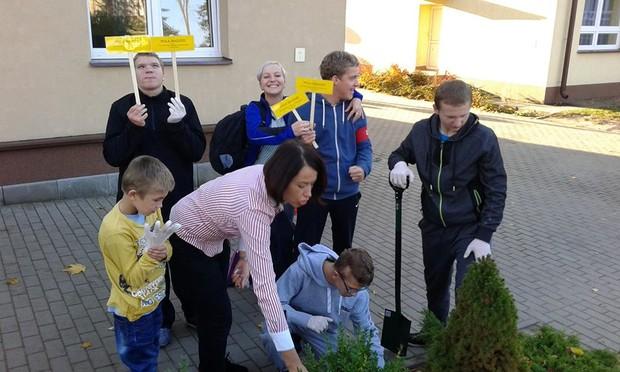 Podopieczni SOSW w Hajnówce zasadzili dla nas cebulki żonkili