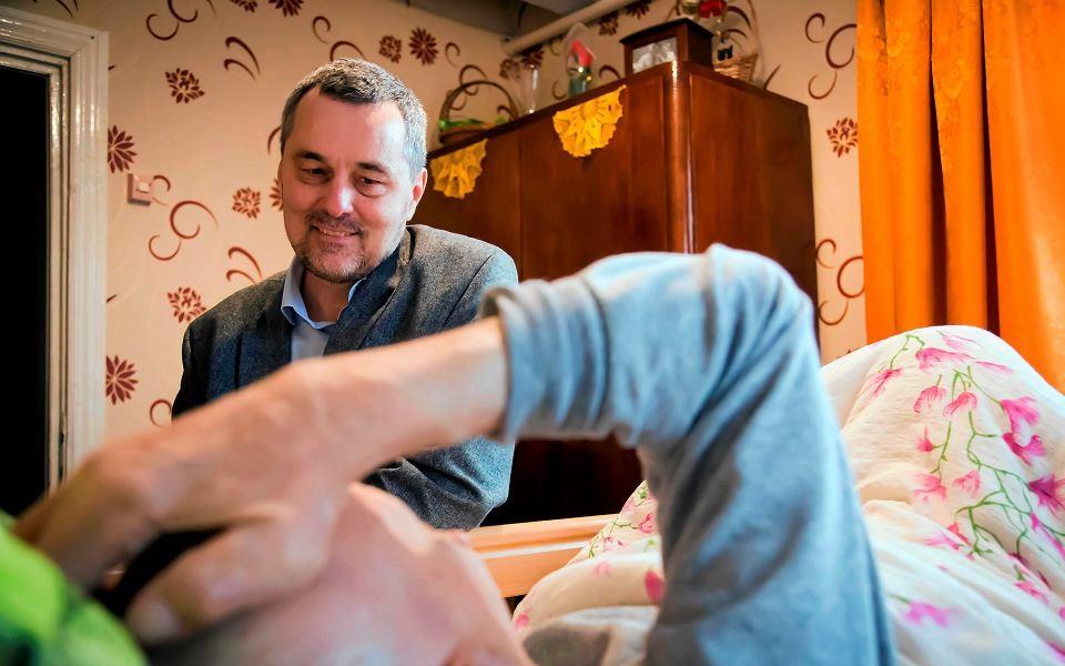 Nieda się leczyć przeztelefon. Wiejskie hospicjum wdobie koronawirusa.