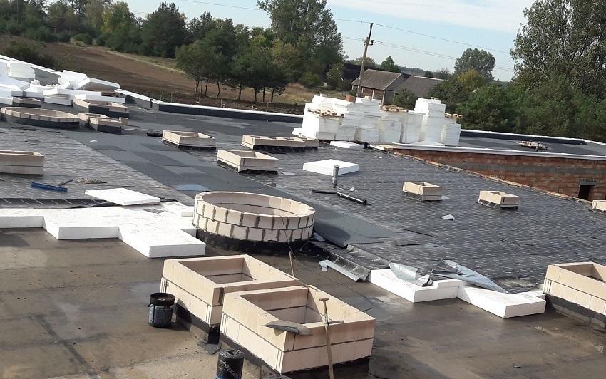 Kolejny etap budowy – izolacja dachu